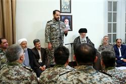 قائد الثورة الاسلامية يستقبل قادة الدفاع الجوي في البلاد