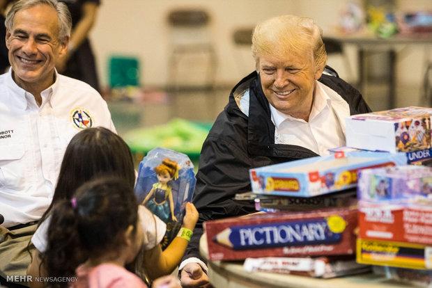 Trump'tan sel bölgelerine ziyaret