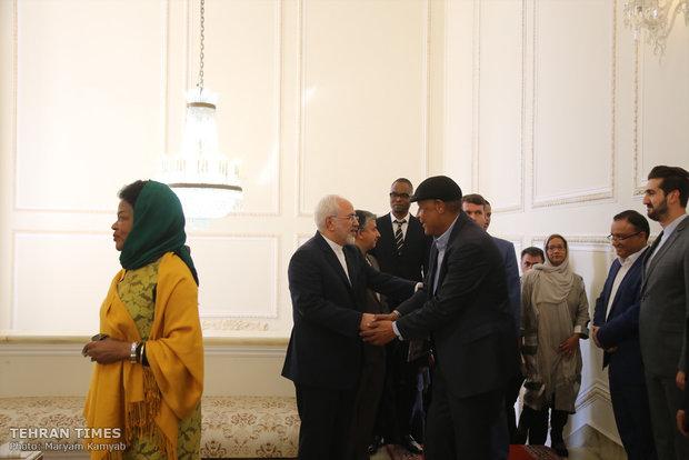 Iran's Zarif meetsSouth African parliament speaker