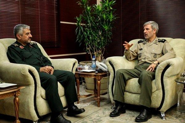 وزير الدفاع الجديد يلتقي بالقائد العام لحرس الثورة الإسلامية