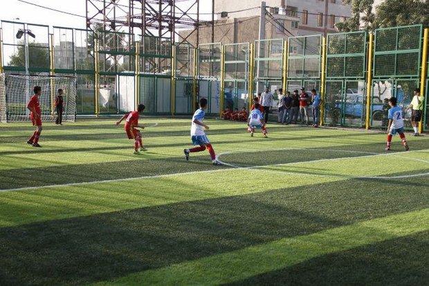 ایجاد زمین های ورزشی چمن مصنوعی در حاشیه مشهد