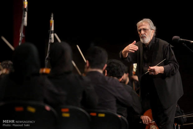 Salar Aghili performs with Iran's Natl. Orchestra
