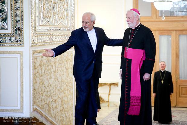 دیدار وزیر امور خارجه ایران با وزیر امور خارجه واتیکان