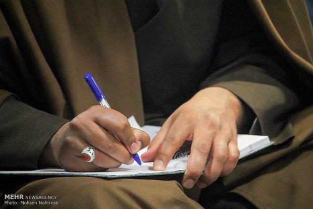 """مراسم تلبيس العمامة لطلبة حوزة """"سفيران هدايت"""" للعلوم الدينية في مدينة بيرجند"""