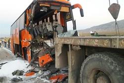 تصادف کامیون با اتوبوس