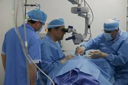 عمل چشم توسط وزیر بهداشت