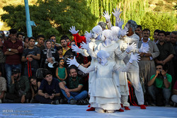 İran'ın Merivan kentinde sokak tiyatrosu
