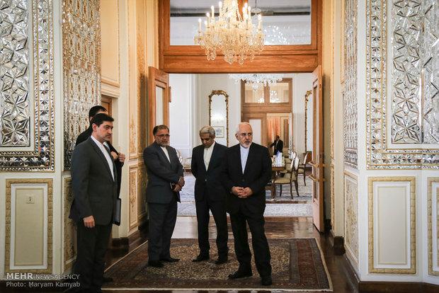 لقاء ظريف ونظيره الباكستاني