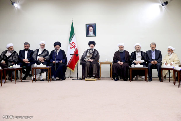 Leader receives Expediency Council's new members