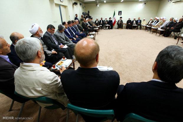 إجتماع قائد الثورة الاسلامية مع رئيس واعضاء الدورة الجديدة لمجمع تشخيص مصلحة النظام في إيران