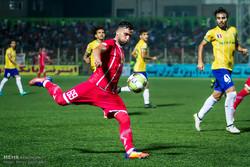 دیدار تیم های فوتبال سپیدرود رشت و صنعت نفت آبادان