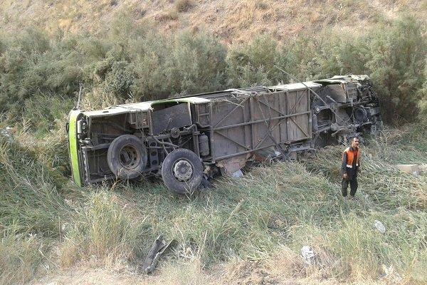 سقوط اتوبوس به دره در جاده فیروزکوه