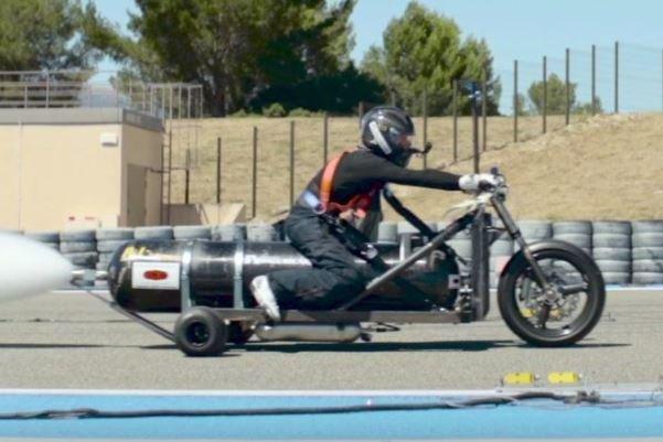 این موتورسیکلت با آب کار می کند!