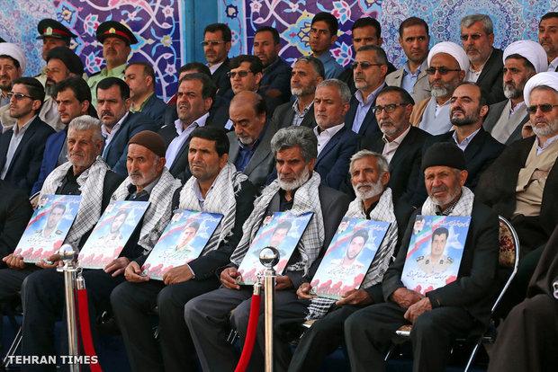 Ayatollah Khamenei attend graduation ceremony at Police Academy