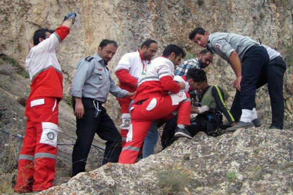 سقوط ۲ کوهنورد از ارتفاعات فیروزکوه یک کشته و یک زخمی برجا گذاشت