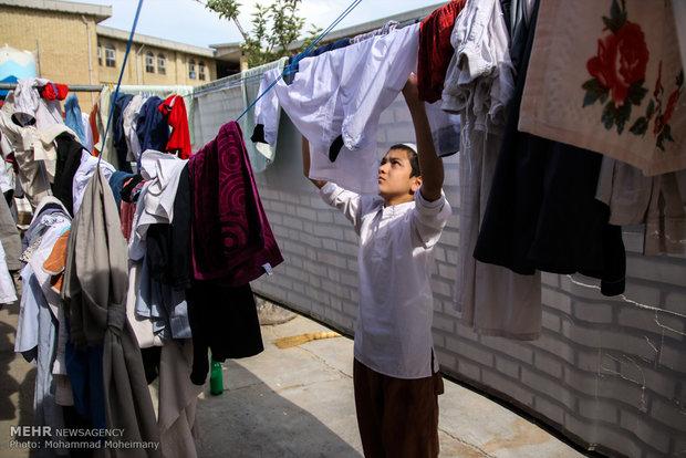 طلبه جوان در حال شستشوی لباس.گمیشان