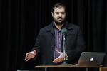 تشریح برنامههای دفاع مقدس مرکز بسیج/نادر طالبزاده به شبکه ۵ آمد