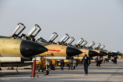 مناورة جوية مشتركة بين القوات الجوية للجيش والحرس الثوري فوق مياه الخليج الفارسي