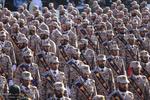 تہران میں ہفتہ دفاع کی مناسبت سے فوجی پریڈ