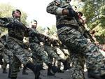 رژه یگانهای خودرویی و پیاده نیروهای مسلح درکرمانشاه برگزار شد