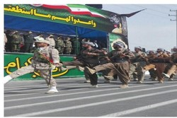 İran'ın Kürt peşmerge birlikleri askeri geçite katıldı