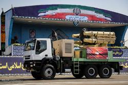 رژه آخرین سامانهها و تجهیزات دفاعی نیروهای مسلح درحرم امام خمینی(ره)