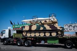 """عرض """"اس 300"""" و""""تلاش"""" في الاستعراض العسكري للقوات المسلحة الايرانية"""