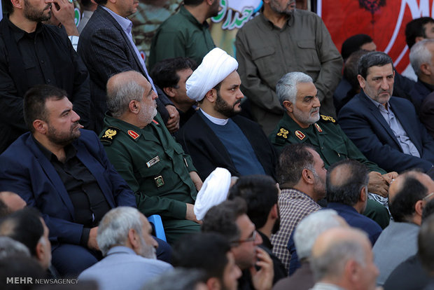 Gen. Soleimani attends service ceremony of martyr in N Iran