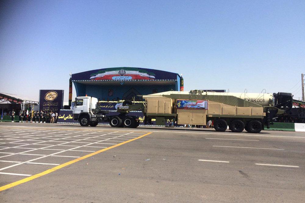 İran'ın yeni balistik füzesi açığa çıkartıldı