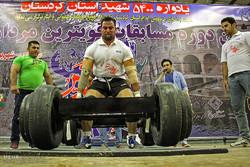 İran'ın en güçlü erkekleri Senendec'de yarıştı