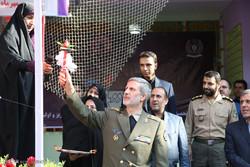 وزير الدفاع الإيراني يدق جرس مدرسة/صور