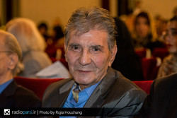Nader Golchin attends a ceremony organized by the Rade No-Andish Cultural Institute at Tehran's Vahdat Hall on April 27, 2017 to commemorate the veteran Iranian vocalist. (Radiopari/Rojia Hushang)