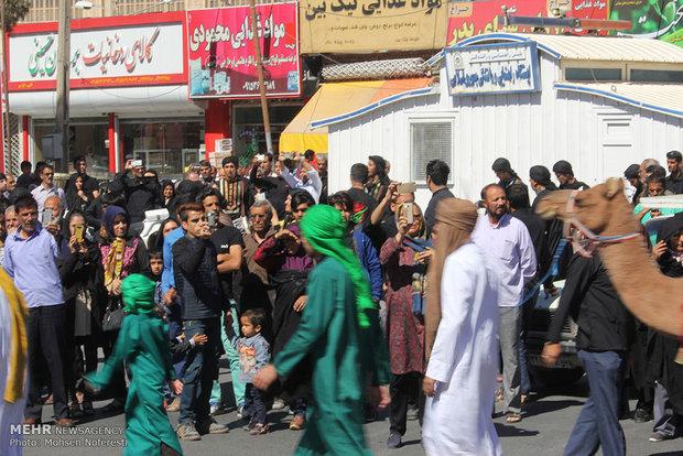 مراسم رمزية تجسد دخول قافلة نينوى في مدينة بيرجند