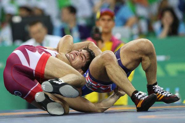 المنتخب الإيراني يتأهل إلى نهائي بطولة المصارعة الرومانية