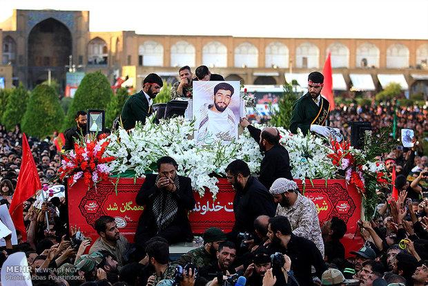تشییع پیکر شهید محسن حججی در میدان امام اصفهان