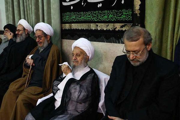 همزمان با تاسوعای حسینی انجام شد؛ حضور لاریجانی در مراسم عزاداری بیوت مراجع و دفتر رهبری در قم