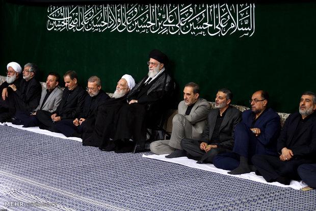 رہبر معظم کی موجودگی میں محرم الحرام کی نویں شب میں مجلس عزا کا انعقاد