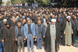 سوگواران حسینی در قزوین نماز ظهر تاسوعا را به جماعت اقامه کردند