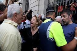 کاتالونیا یورش پلیس فرانسه و پلمپ شعب رأی