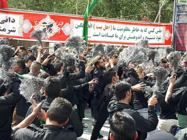Shia Muslims mark Tasua across Iran