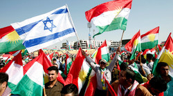 Kurds carry Israeli and Kurdish flags to show their support for the upcoming September 25th independence referendum in Erbil, Iraq September 22, 2017 © Azad Lashkari / Reuters