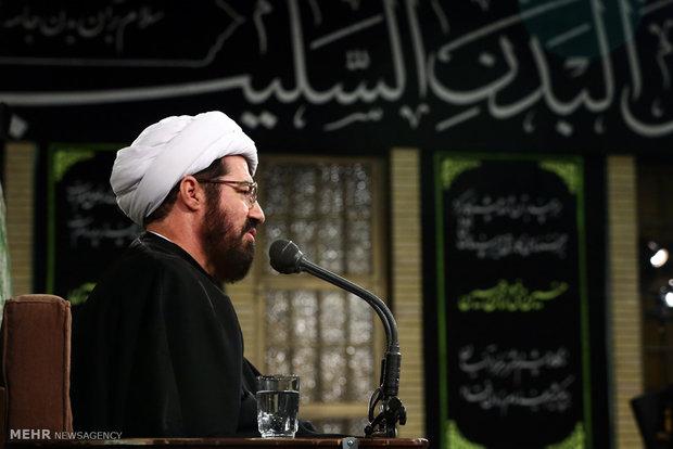 إقامة مراسم ليلة عاشوراء بحضور قائد الثورة الاسلامية
