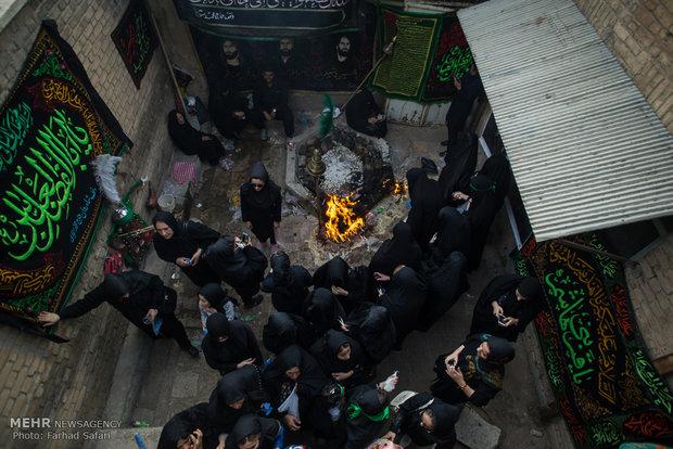 """مراسم """"التلطخ بالطين"""" يوم عاشوراء الحسين (ع)"""