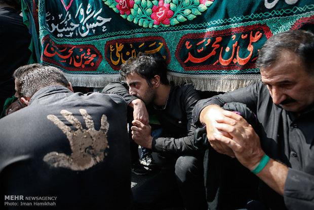 مراسم العزاء الحسيني ظهر عاشوراء في طهران