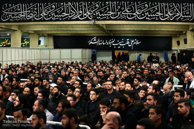 Ayatollah Khamenei attends a Muharram mourning ceremony on the night of Ashura