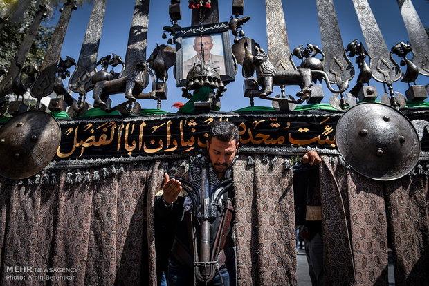Şiraz kentinde Aşure günü matem merasimi