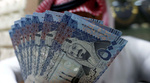 الريال السعودي يتراجع أمام الدولار لأدنى مستوى في 15 شهرا