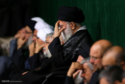 Leader attends 5th night of mourning for Imam Hussein
