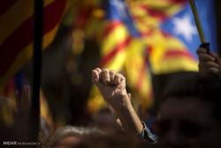 خۆپیشاندانی بهرههڵستکاران و لایهنگرانی جیابوونهوهی کاتالۆنیا