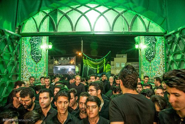 السياح الإجانب في مدينة يزد يحضرون مراسم العزاء الحسينية